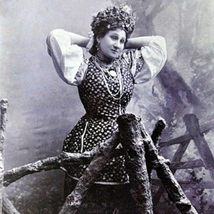 На честь кого названі вулиці Олександрії: Марія  Заньковецька