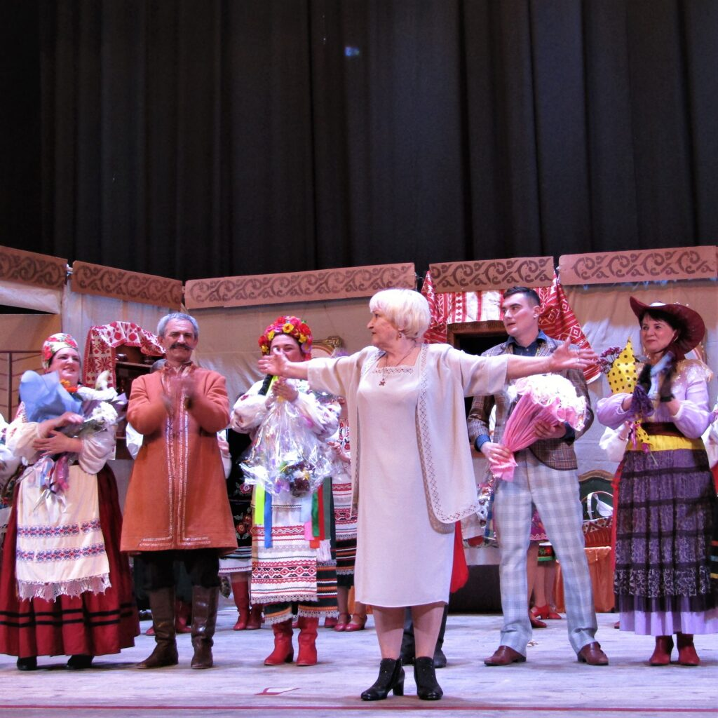 «По-модньому»: подарунок для глядачів у День театру