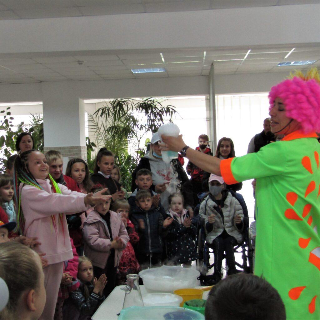 Мильні бульбашки, кріо-шоу і смачне морозиво – Олег Воронько подарував дітям свято